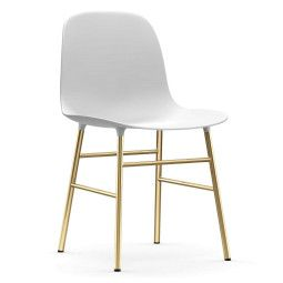 Normann Copenhagen Form Chair stoel met messing onderstel