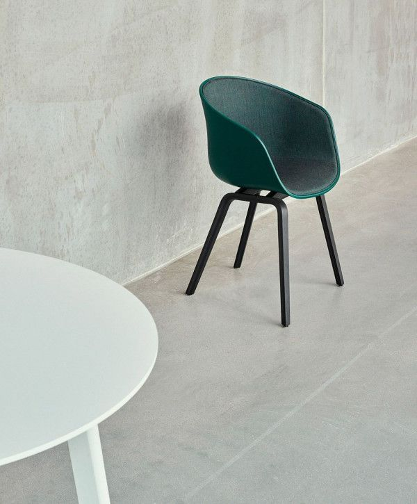 Hay Outlet - About a Chair AAC22 stoel met mat gelakt onderstel, brick